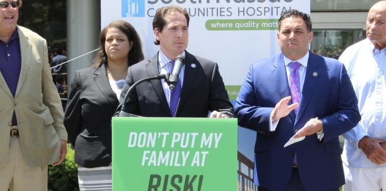 Kaminsky Attends South Nassau Communities Hospital Rally